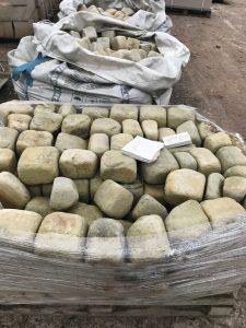 Sandsteinpflaster 4:6 getrommelt Sandstein weiß gelb - ANTIKART