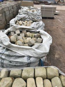 Sandsteinpflaster 4/6 getrommelt Sandstein weiß gelb - ANTIKART